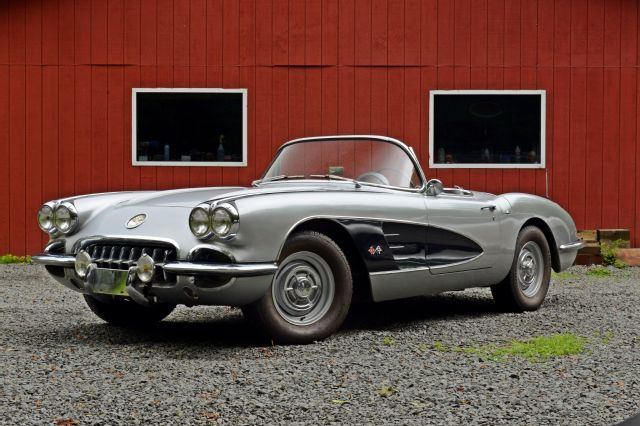 1960-chevrolet-corvette-front-side-view