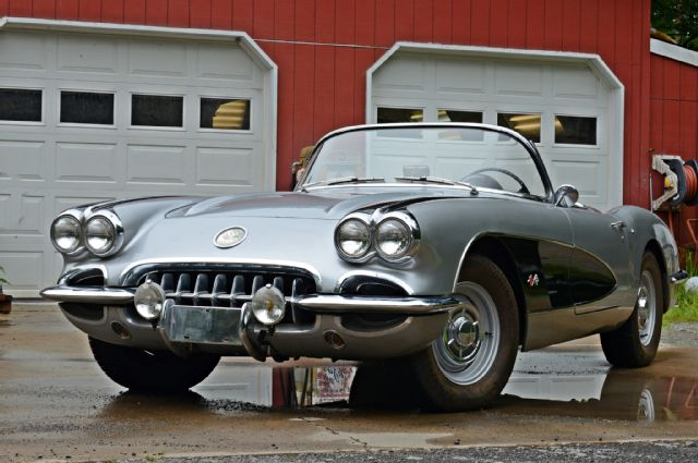 1960-corvette-side-view