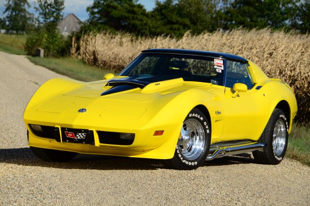 1975-chevy-corvette-front-view